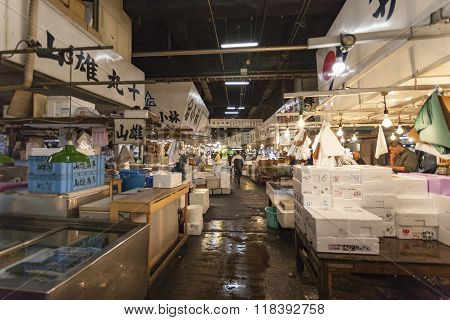 Tokyo - May 11: Shoppers Visit Tsukiji Fish Market On May 11, 2014 In Tokyo. It Is The Biggest Whole