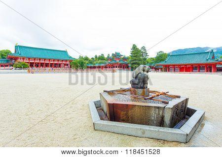 Heian-jingu Shrine Inside Courtyard Water Fountain