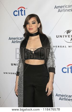 LOS ANGELES - FEB 15:  Hailee Steinfeld at the Universal Music Group's 2016 Grammy After Party at the Ace Hotel on February 15, 2016 in Los Angeles, CA