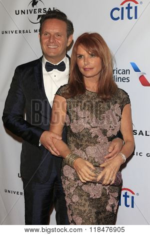 LOS ANGELES - FEB 15:  Mark Burnett, Roma Downey at the Universal Music Group's 2016 Grammy After Party at the Ace Hotel on February 15, 2016 in Los Angeles, CA
