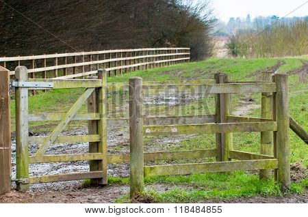 Country gate