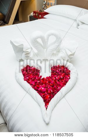 love swans and rose decoration in hotel towel wedding decoration love couple resort
