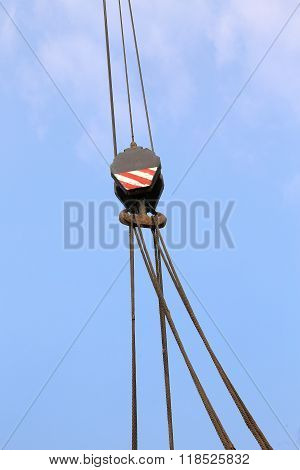Pulley With Sturdy Steel Cables