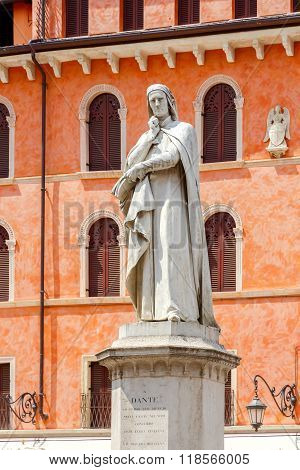 Verona. Dante monument.