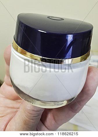 Cosmetics Recipient