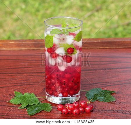 drink with redcurrant and mint