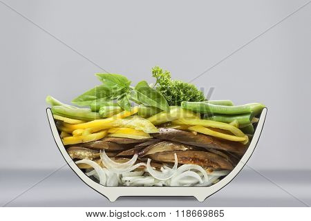 sawn in half plate with salad