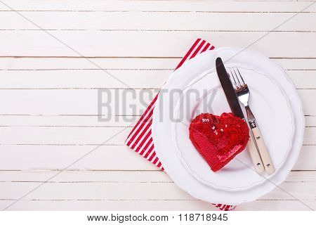 Romantic Table Setting. Red And  White.