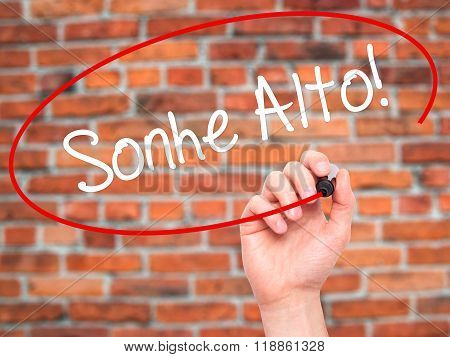 Man Hand Writing Sonhe Alto! (dream Big In Portuguese) With Black Marker On Visual Screen