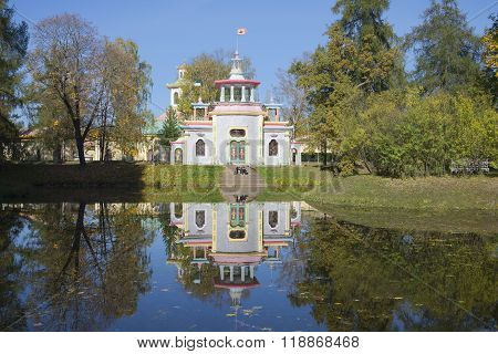 View squeaky (Chinese gazebo) sunny october afternoon. Tsarskoye Selo