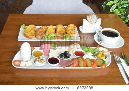 A delicious breakfast table