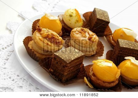 Petits fours (french pastry)