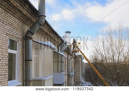 Roof icicle removal
