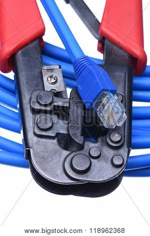 Crimping tool with network cable