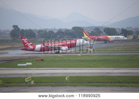 Landing Airbus A320 (HS-BBH) Thai AirAsia at the airport Noi Bai. Hanoi
