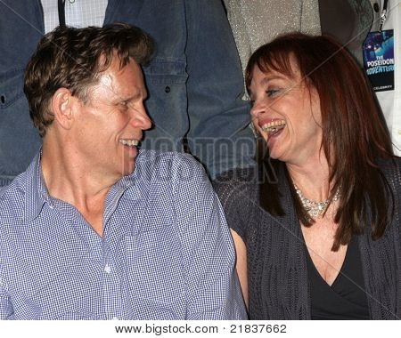 LOS ANGELES - JUL 16:  Al Corley, Pamela Sue Martin at the Hollywood Show at Burbank Marriott Convention Center on July 16, 2011 in Burbank, CA
