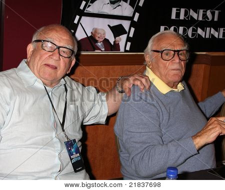LOS ANGELES - JUL 16:  Ed Asner, Ernest Borgnine at the Hollywood Show at Burbank Marriott Convention Center on July 16, 2011 in Burbank, CA