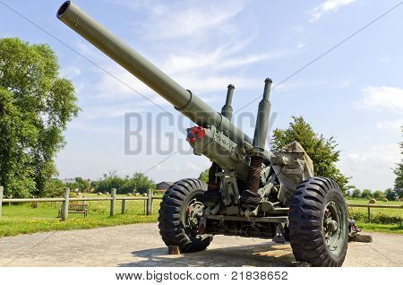 world war 2 cannon