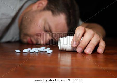 Menschen, die scheinbar auf Pillen überdosiert haben
