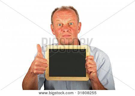 Homem aparecendo um tabuleiro vazio preto com polegares