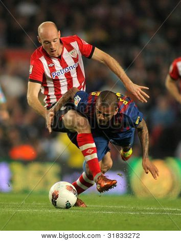 BARCELONA - MARCH, 31: Gaizka Toquero(L) of Athletic Bilbao vies with Dani Alves(R) of Barcelona during the Spanish league match at the Camp Nou stadium on March 31, 2012 in Barcelona, Spain