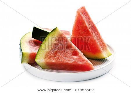 kernlose Wassermelone Scheiben auf einem Teller, isolated on white Background.