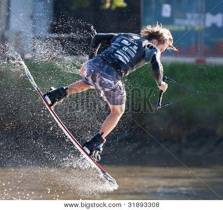 MELBOURNE, Austrália - 11 de março: Brenton Priestley no evento de wakeboard Moomba mestres em M