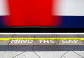 picture of gap  - Mind the gap - JPG