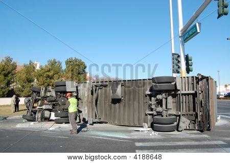 Caminhão virado
