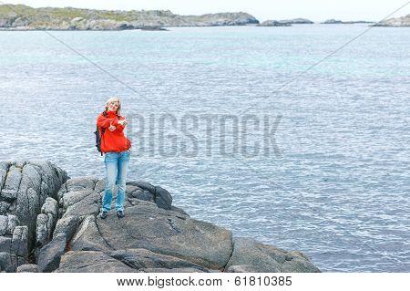 Woman hiker gesturing thumbs up
