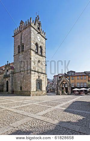 Nossa Senhora da Oliveira Church and Salado Monument (Padrao do Salado) in Oliveira Square. Guimaraes, Portugal. Unesco World Heritage Site.