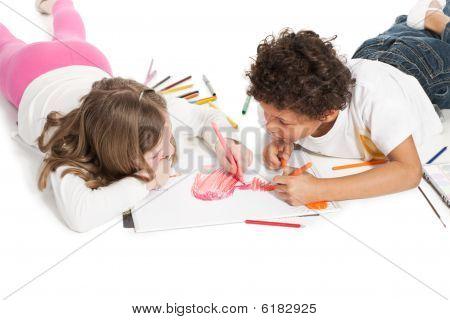 interracial Kinder Zeichnung zusammen, isoliert auf weiß Zwillingsvulkane