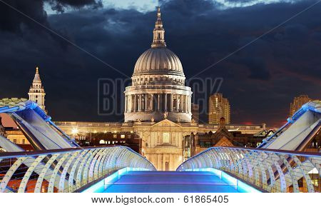 LONDON, UK - 3 MAY, Londoners walk home from St Pauls past artist on 3 May 2013. The dome at 365 fee