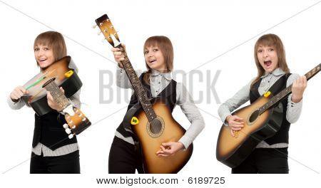 Mädchen mit Gitarre in sonstige pose