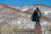 image of lenin  - Vladimir Lenin statue monument - JPG