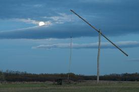 image of shadoof  - Shadoof with dark blue sky and moon - JPG