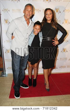 LOS ANGELES - SEP 10:  Angelo Pagan, Sofia Bella Pagan, Leah Remini at the Dance With Me USA Grand Opening at Dance With Me Studio on September 10, 2014 in Sherman Oaks, CA