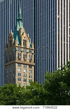 New York Architecture - Contrasting Styles