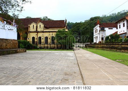 Saint Paul Church, Kandy, temple of the tooth