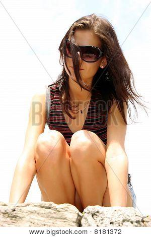 Brunette woman wearing sunglasses outdoor