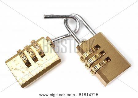 Broken security lock vs. good security lock / Vulnerability and countermeasure concept in computer