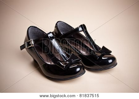 Black Shine Leather Girl Shoes With Black Ribbon