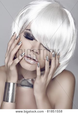 Fashion Girl. Blond Bob Hairstyle. Eye Makeup Closeup. Beautiful Model Woman Posing With Manicured N