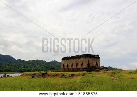Wat Saam Prasob Or The Sunken Temple