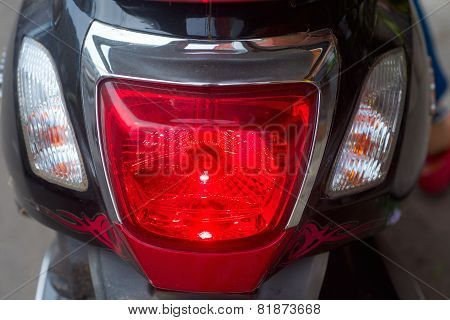 Lighting stop signal on a motorbike