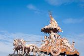 foto of arjuna  - A statue of the Hindu god Krishna and his devotee Arjuna at Rishikesh - JPG