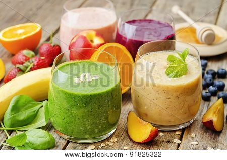 Smoothie With Spinach; Blueberries, Peach And Strawberries