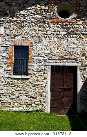 Brown Door  Europe       In  The Milano Old   Window Closed Brick Grass