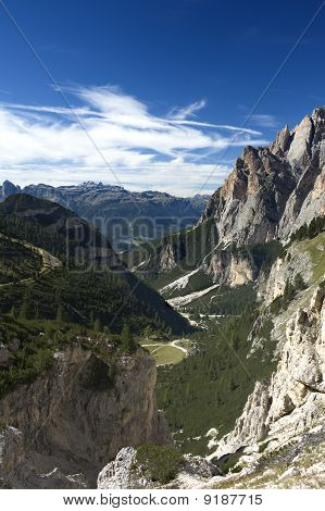 Enter To The Mountain Valley