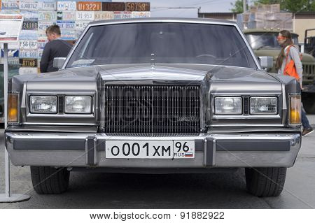 Retro car Lincoln Town Car 1989 release
